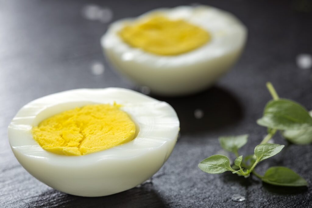 Ile gotować jajka na twardo