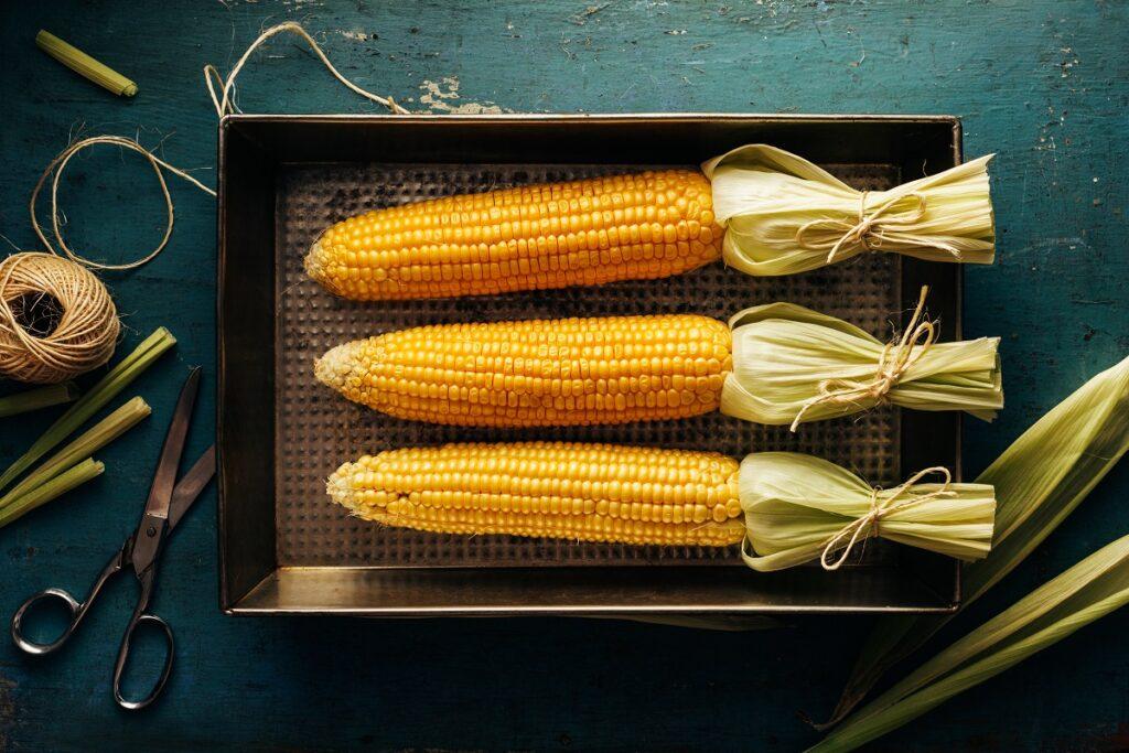 Jak długo piec kukurydzę w piekarniku