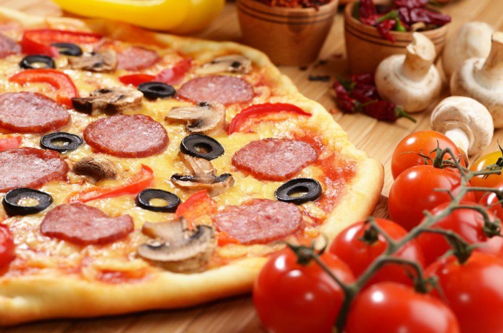 Jak długo piec pizzę?